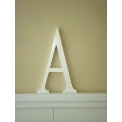 Aplique letra A lacada color blanco