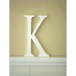 """Silueta letra grande """"K"""" lacada color blanco."""